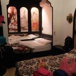 La chambre et ses deux lits doubles