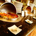 Deliciosa y variada barra de buffet