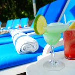 Tu bebida preferida en el pool bar