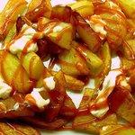 Patatas bravas frescas.