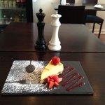Mango cheese cake with strawberries