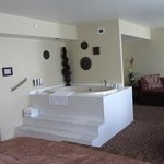 Tub and seating area - room 3003