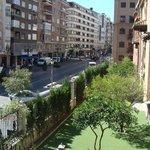 La strada davanti all'hotel