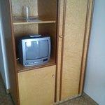 Roupeiro (sim é só aquele armario) e tv antiga