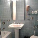 tiny bath in rm 345