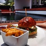 Chicken Burger poolside... Good food!