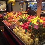 Uno dei tanti banchi di frutta