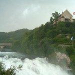 Schloss Laufen (gesehn von der Mitte des Rheinfalls)