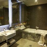 Gambaro Suite, Bathroom