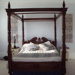 The four poster in room 6