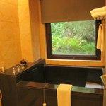 乾溼分離、可外視窗外,有不賴的浴缸