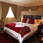 Luxury room with Queen bed, percale linen, DSTV & TV