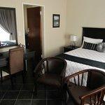 Standard room with Queen bed Luxury linen, DSTV & TV