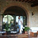 Het ontbijt/diner terras met het uitzicht op San Gimignano