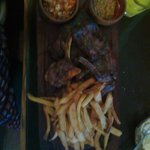 Carnes Argentinas con papas fritas