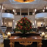 Entrada impecável (lobby) do hotel