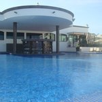 Adult pool, swim up bar
