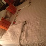 Цветочки на кровати)
