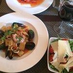 Mussels, calamari, and prawn.