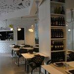 sala ristorante con enoteca vini salentini