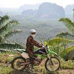 Udsigt til plantager og bjerge