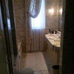 Dorchester - Deluxe King - Bathroom