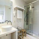habitación doble, con bañera o ducha hidromasaje