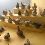 Jouets. Sifflets(?) en forme de poules ou pigeons