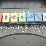 Pintu utama masuk Mini Malaysia