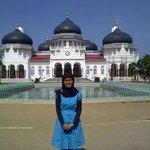 Di depan Masjid Raya Baiturrahman