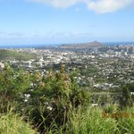 Overlooking end of the valley and begining of the city, Diamond Head and the Ocean