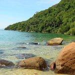 Praia de Freguesia de Santana, 25 minutos por trilha atrás da Pousada.