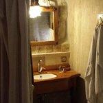 Bathroom basin nook