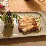 Asparagi verdi con ricotta fresca aromatizzata e millefoglie con asparagi bianchi
