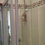 Shower doors that don't meet