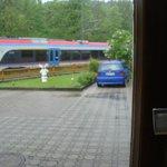 Вид из окна номера на проходящий  рядом поезд