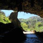 Entrada.Vista desde dentro de la cueva...