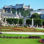 ミラベル庭園から見たホーエン・ザルツブルク城