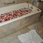 our fine smelling bath with rose leaves