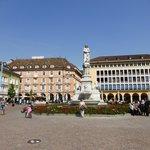 Blick auf dem Waltherplatz und auf das Hotel