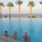 Zwembad met zicht op zee