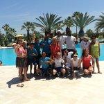 Photo souvenir avec l'équipe d'animation, Khaled et quelques autres clientes de l'hôtel