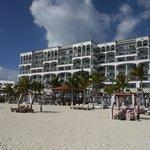 ビーチから見えるホテル