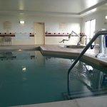 piscina piccolo ma dotata di confort anche per disabili