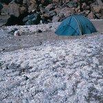 """Oberes """"base camp"""" auf etwa 5.300 m vor nördlichem Lavastrom"""
