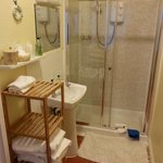 Baño de la habitación triple