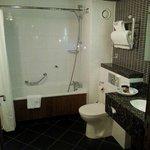 room 2008 bathroom