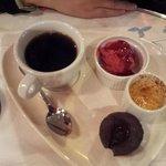 caffè con assaggi di dolci