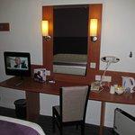 Premier Inn Glasgow City Centre - Argyle: room with desk/TV