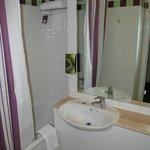 Premier Inn Glasgow City Centre - Argyle: bathroom